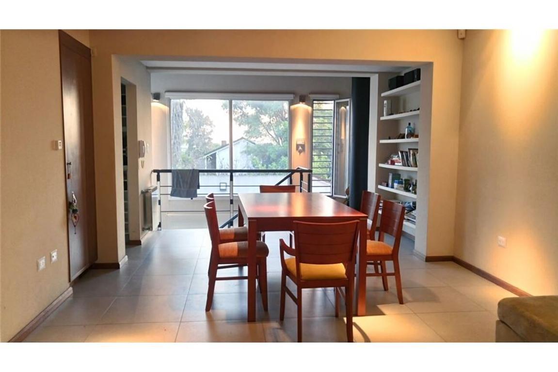 Casa moderna - 3/4 ambientes - piscina - luminosa