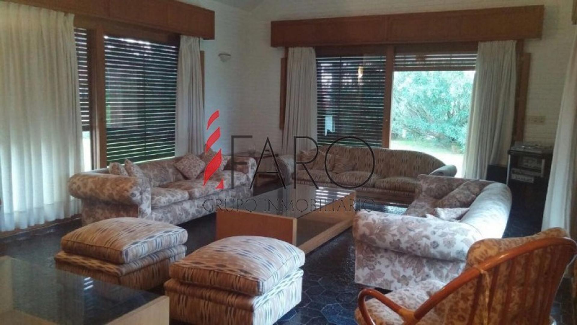 Casa en Venta en Playa Mansa - 5 ambientes