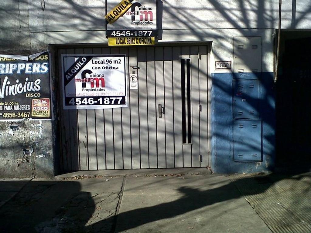 Local c Vivienda  en PB sobre Av. Mayo c patio , dormitorio y baño.