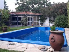 Venta- Excelente casa en lote propio de 5 Amb. en Aldo Bozi