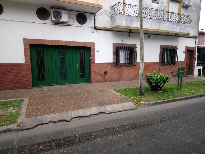 PH PLANTA BAJA AL FRENTE CON COCHERA