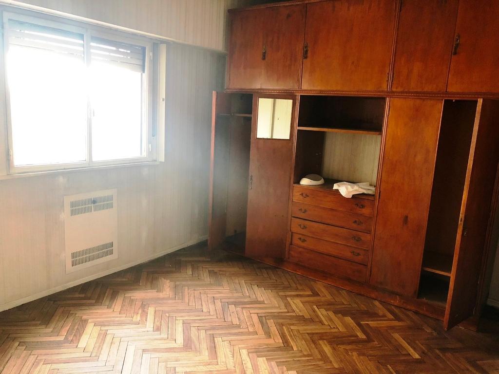 Rivadavia 6700 - 3 AMB ZONA FLORES
