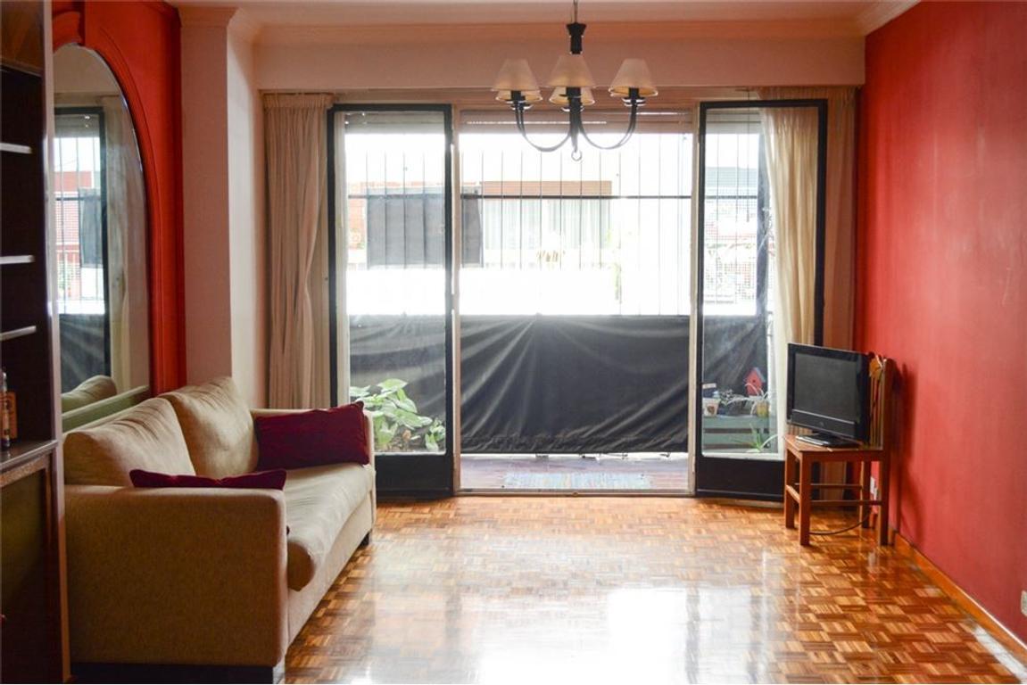 Arenales y Pueyrredon Dos dormitorios y dep.