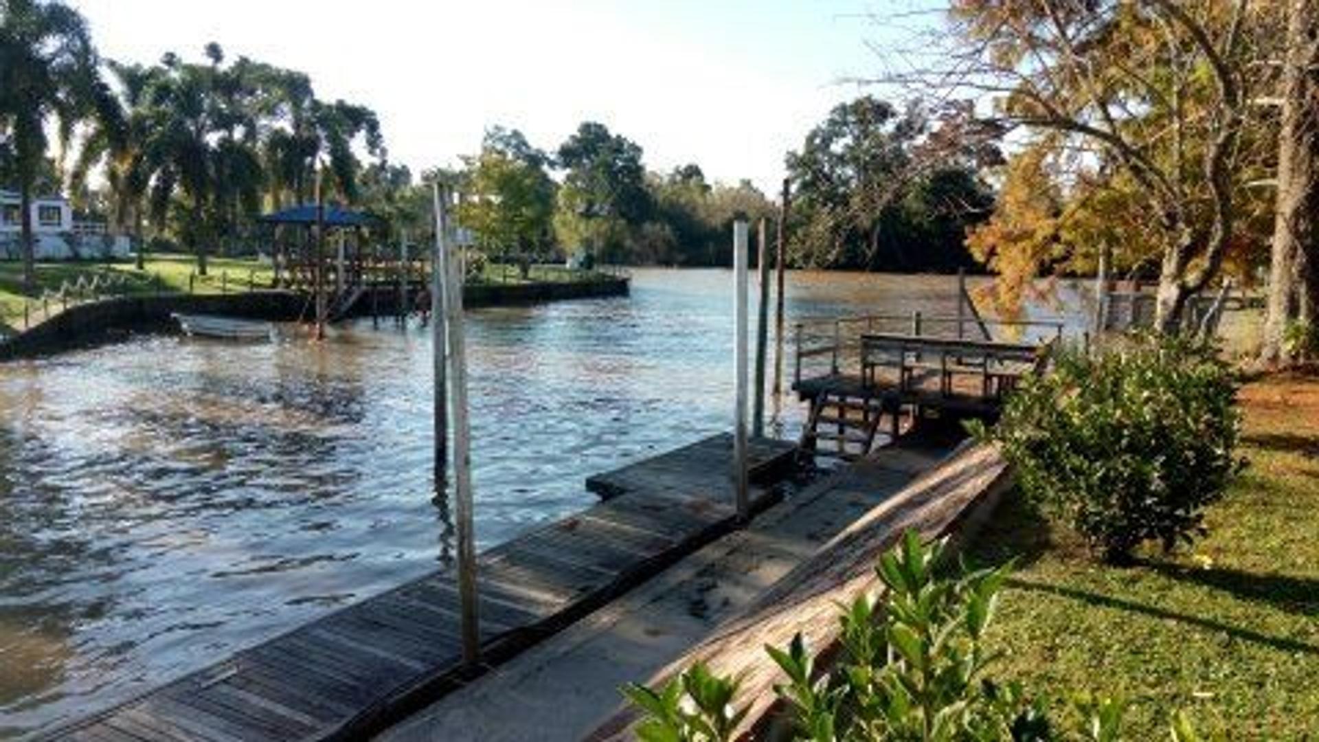casa-venta-tigre-barrio cerrado boat center--4dormis-suite-vista al rio lujan-amarra propia-GBA