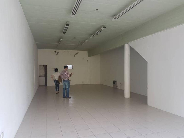 Local en alquiler en Tratado del Pilar y Uruguay - Pilar
