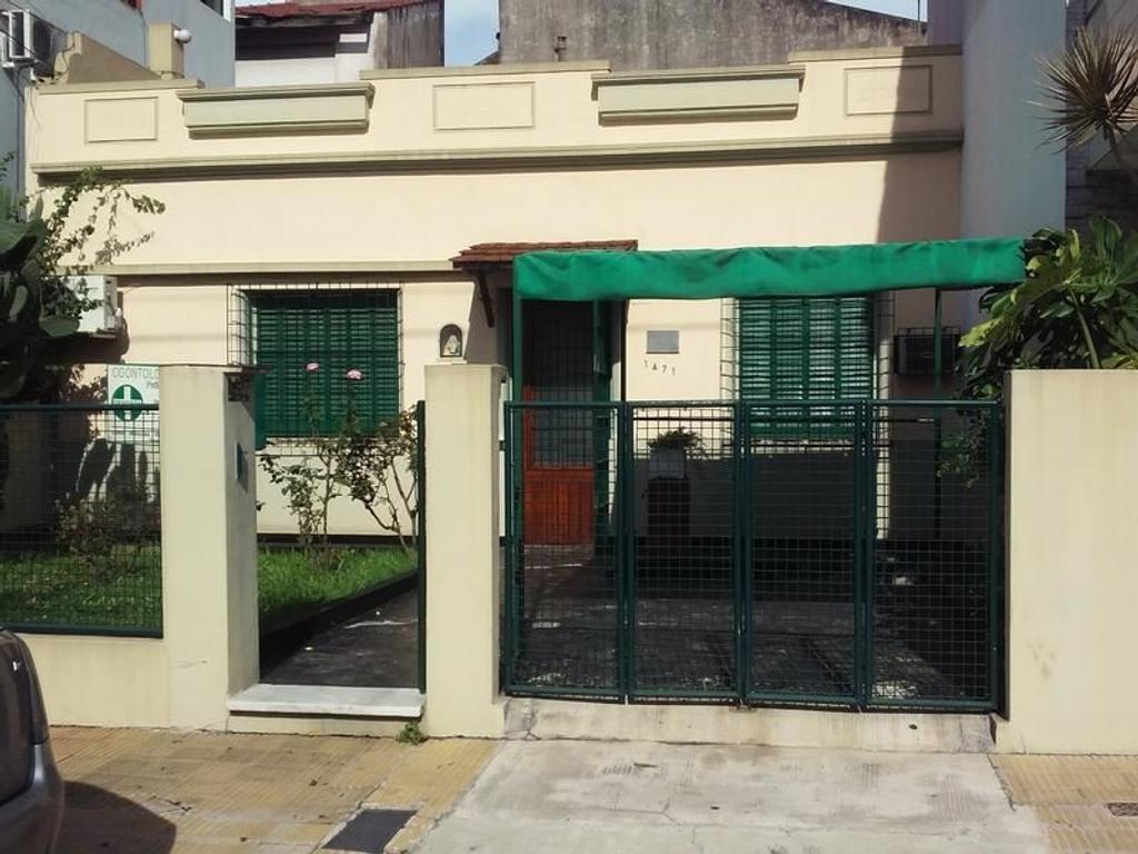 Casa en venta en saladillo 1400 mataderos argenprop for Casa de azulejos en capital federal