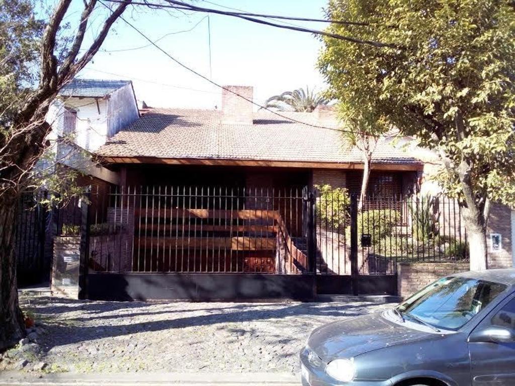 EXCELENTE CASA EN PUNTA CHICA. CON MATERIALES DE CALIDAD  KENNEDY AL 300 ,440 MTS.CUBIERTOS
