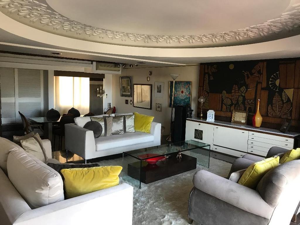 Irrepetible por calidad y ubicación. 10 piso, 230 mts con COCHERA . Construcción premiun Di Fiore.