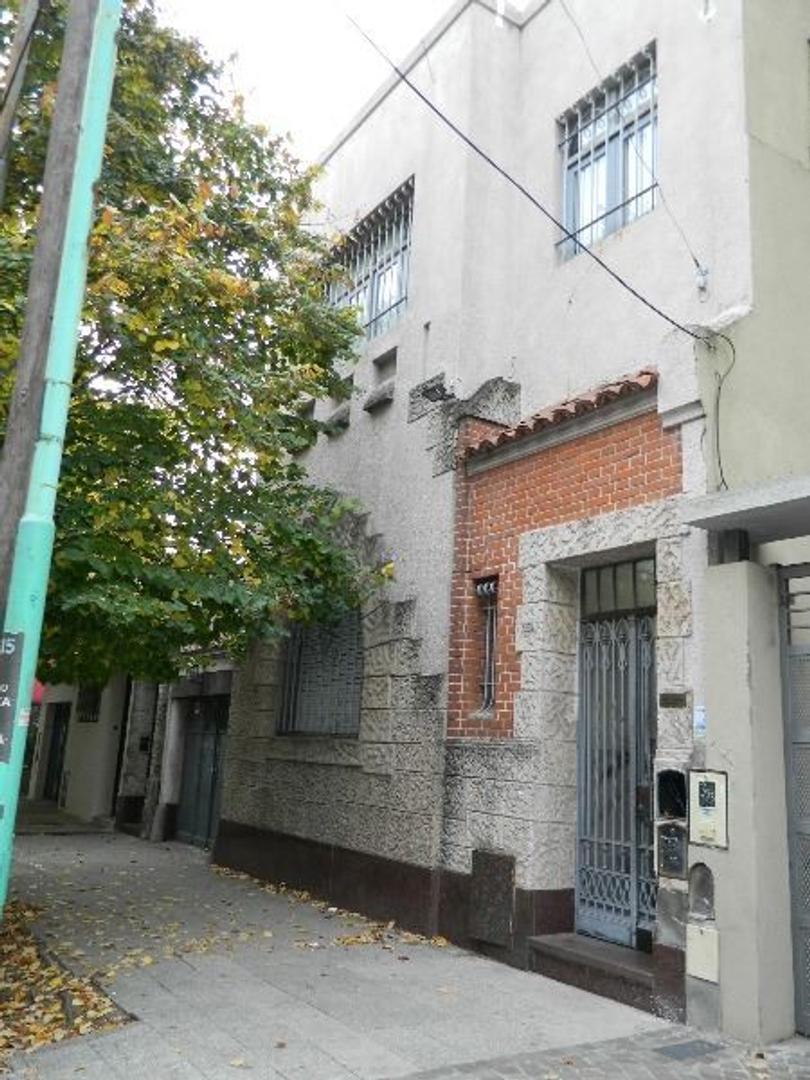 Casa en Venta en Lomas De Zamora - 6 ambientes