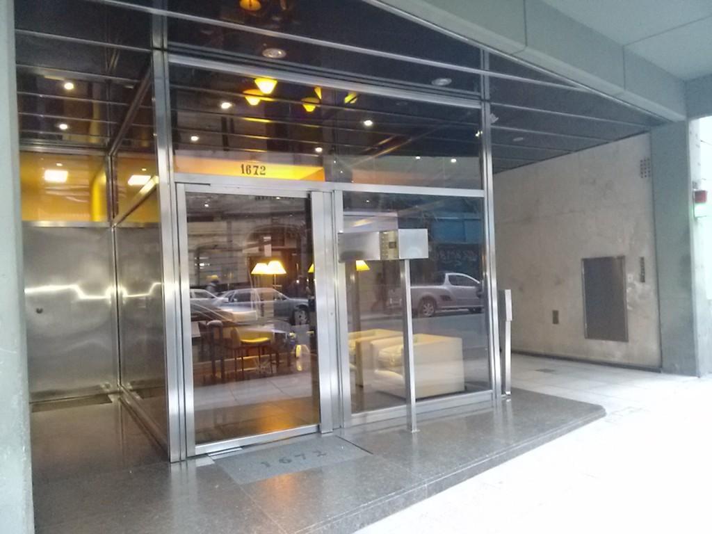 Piso alto 140 m2 coch y baulera balcon corr. 2 dormit + escritorio 3 baños vestidor cocina comedor