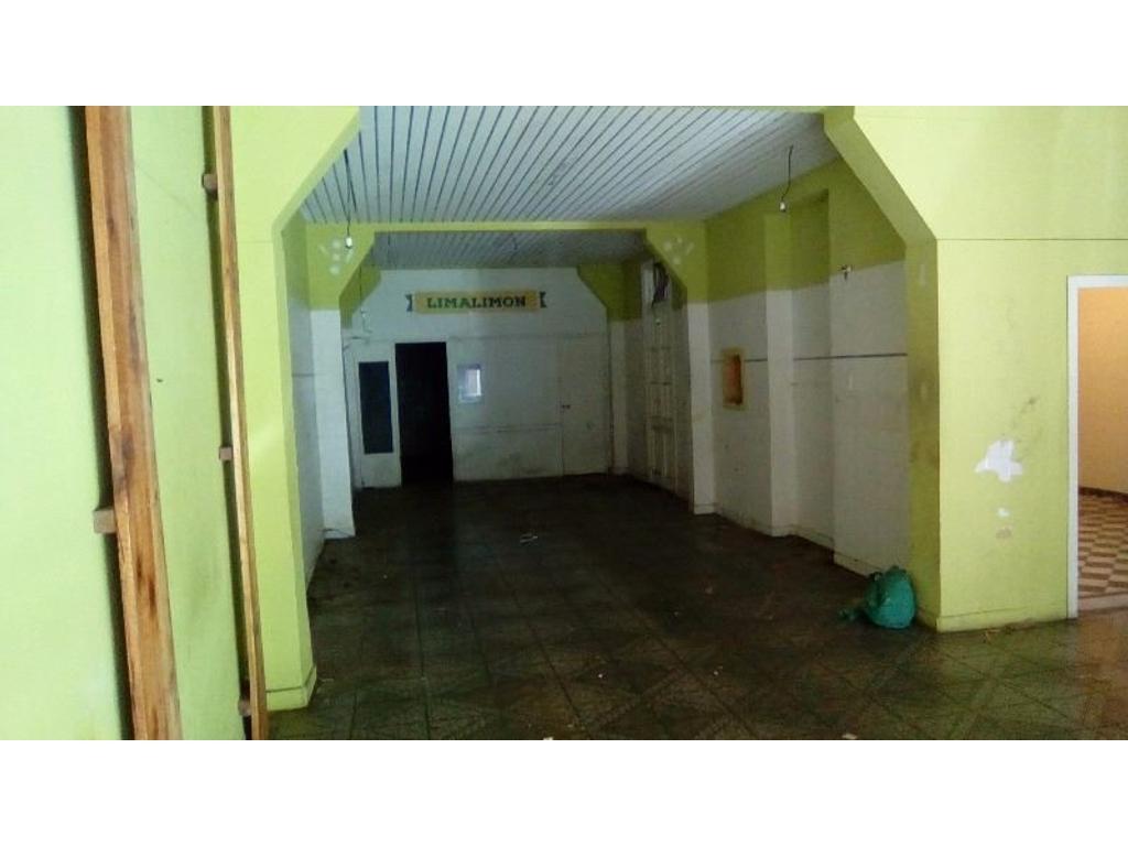 Local / Deposito 180 m2, (8x22), regular estado a 1 cuadra Cabildo y Roosevelt