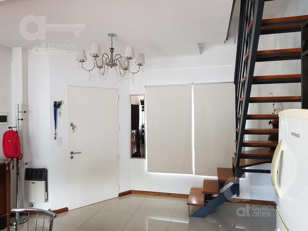 Villa Devoto - Departamento 2 ambientes en duplex con cochera. Alquiler temporario sin garantía.