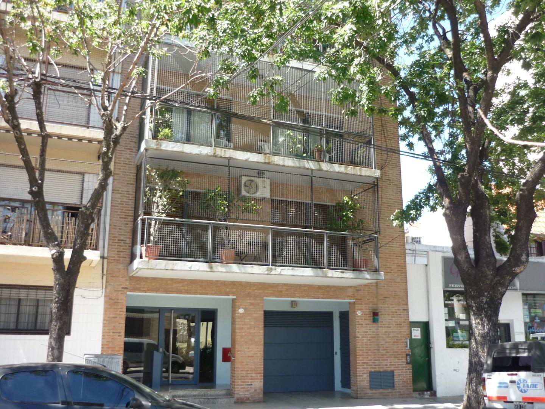 IMPECABLE PISO EN ALQUILER DE 3 DORMITORIOS - COCINA OFFICE y COCHERA FIJA CUBIERTA