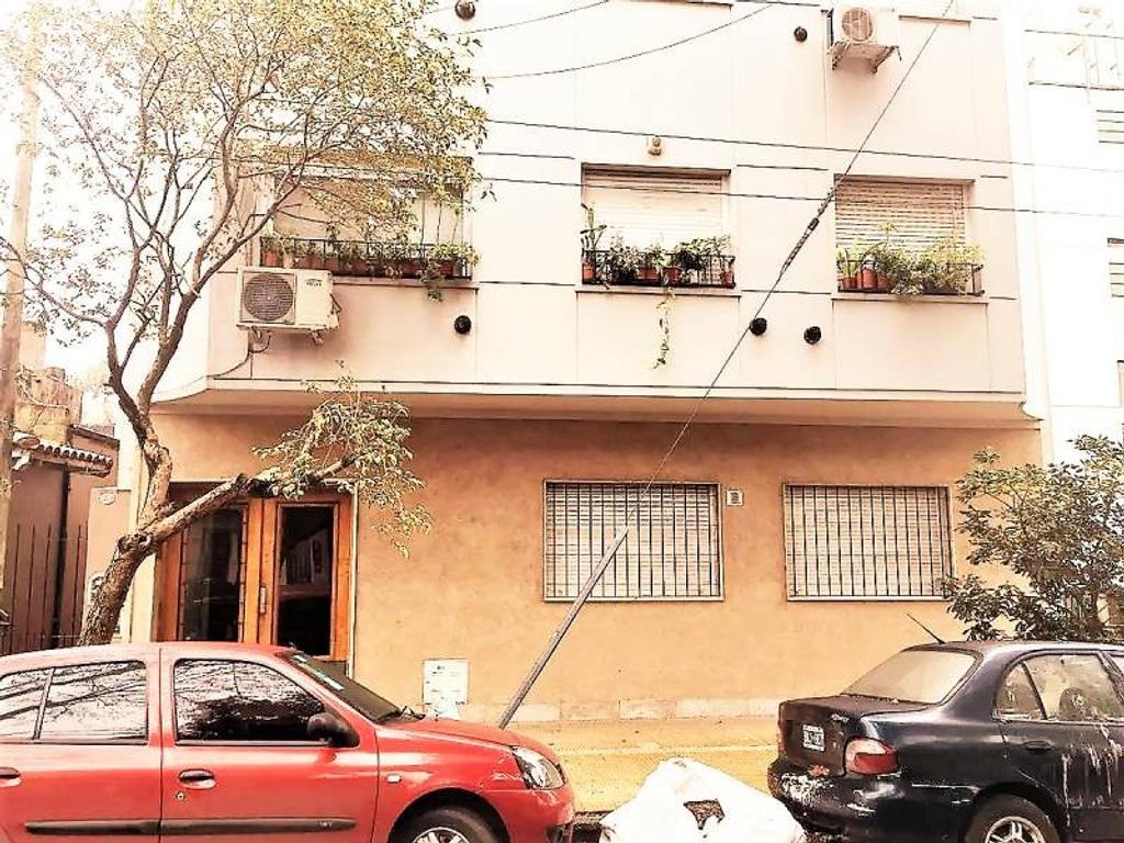 Departamento a la venta  de 2 ambientes en Planta Baja con patio en Olivos.