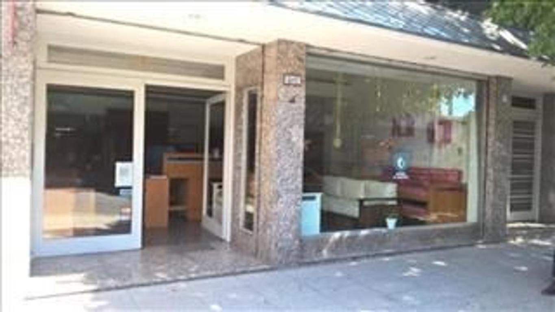 Local comercial en Venta  165 m2 totales - Floresta / Monte Castro