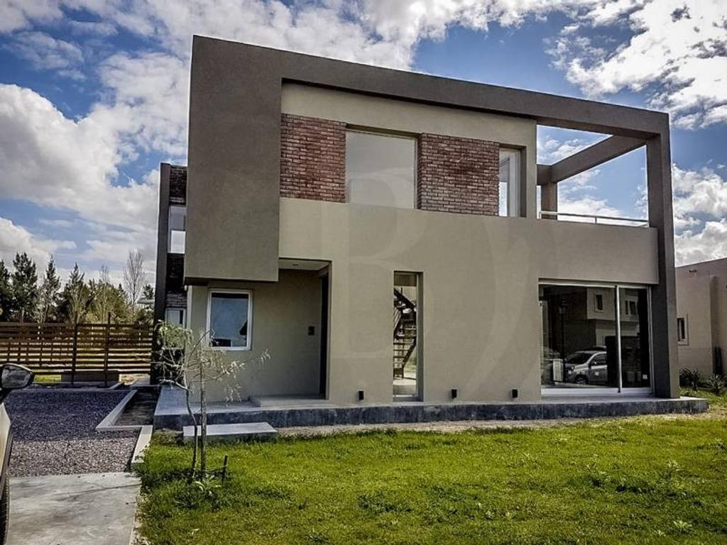 BUSTAMANTE PROP.IEDADES - SAN GABRIEL - 7756 Casa en Venta