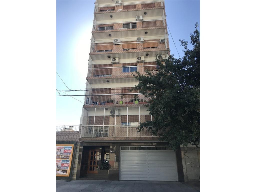 Semi piso 3 AMB al frente con balcon terraza de 24m2 - Baulera *EXCELENTE*