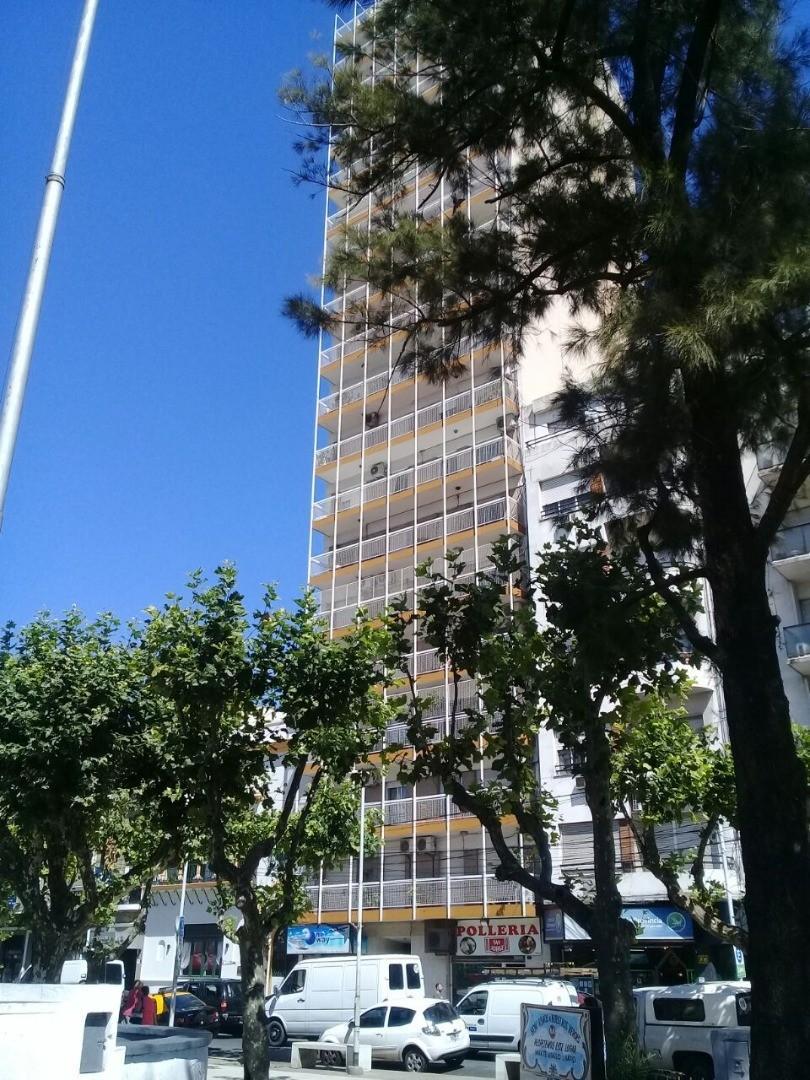 Dto. 2 Amb. Super-Luminoso, Increible-Vista, Frente a Plaza Alsina, en Alquiler