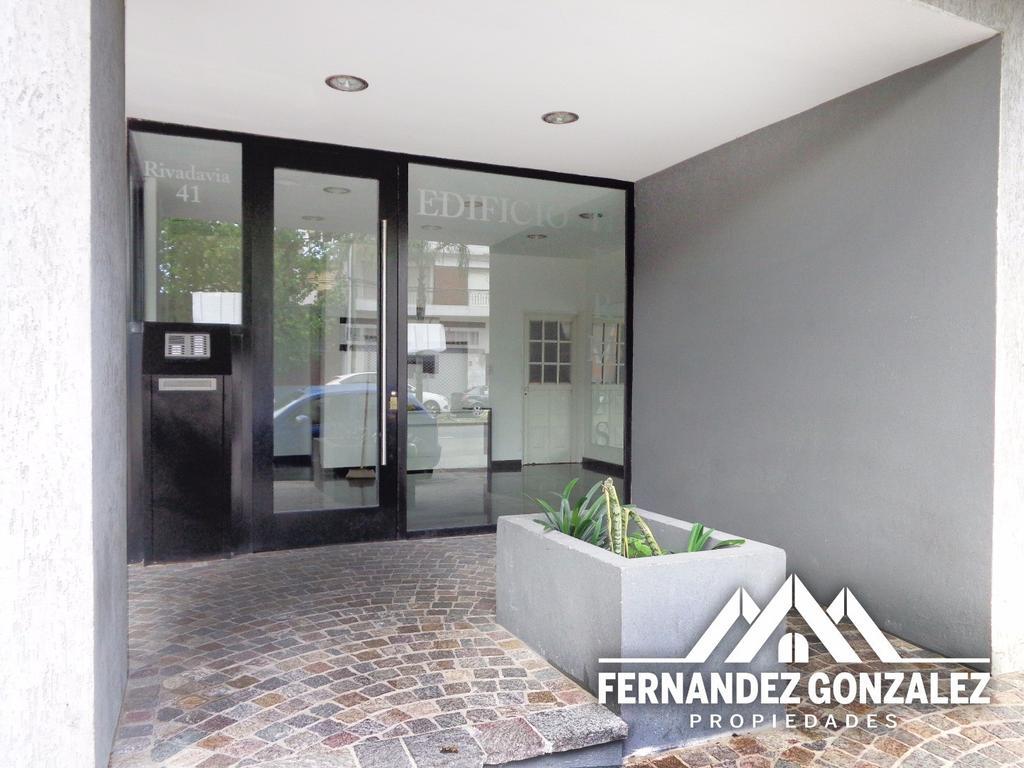 3 ambientes al frente a Mts. de Hipólito Yrigoyen. Edificio Hermes.