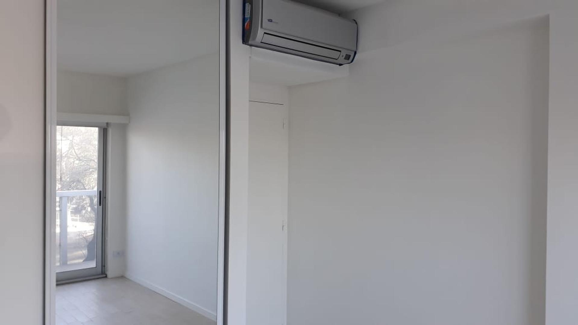 H. YRIGOYEN 400, Piso 1 - 3 ambientes con cochera
