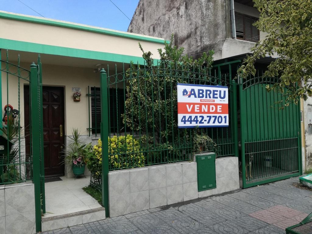 DOS CASAS - EXCELENTE UBICACION - VILLA CELINA - LOSA PREPARADA PARA 3ra CASA