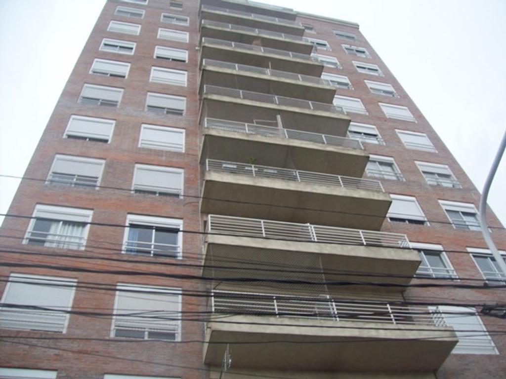 Departamento en Alquiler  3 Ambiente,en torre,2 dorm con balcón,pisos de flotante, calefacción