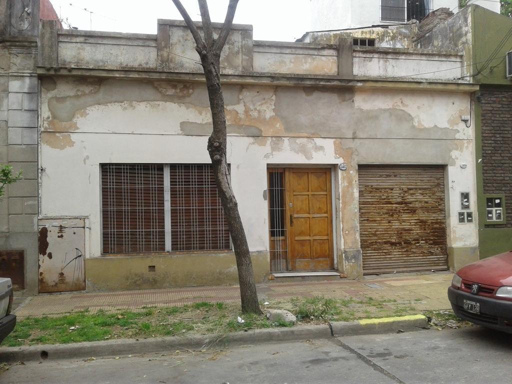 EXCELENTE TERRENO EN OLIVOS ( IDEAL PARA CONSTRUIR 2 DUPLEX ), entre ACASUSSO Y S. LORENZO