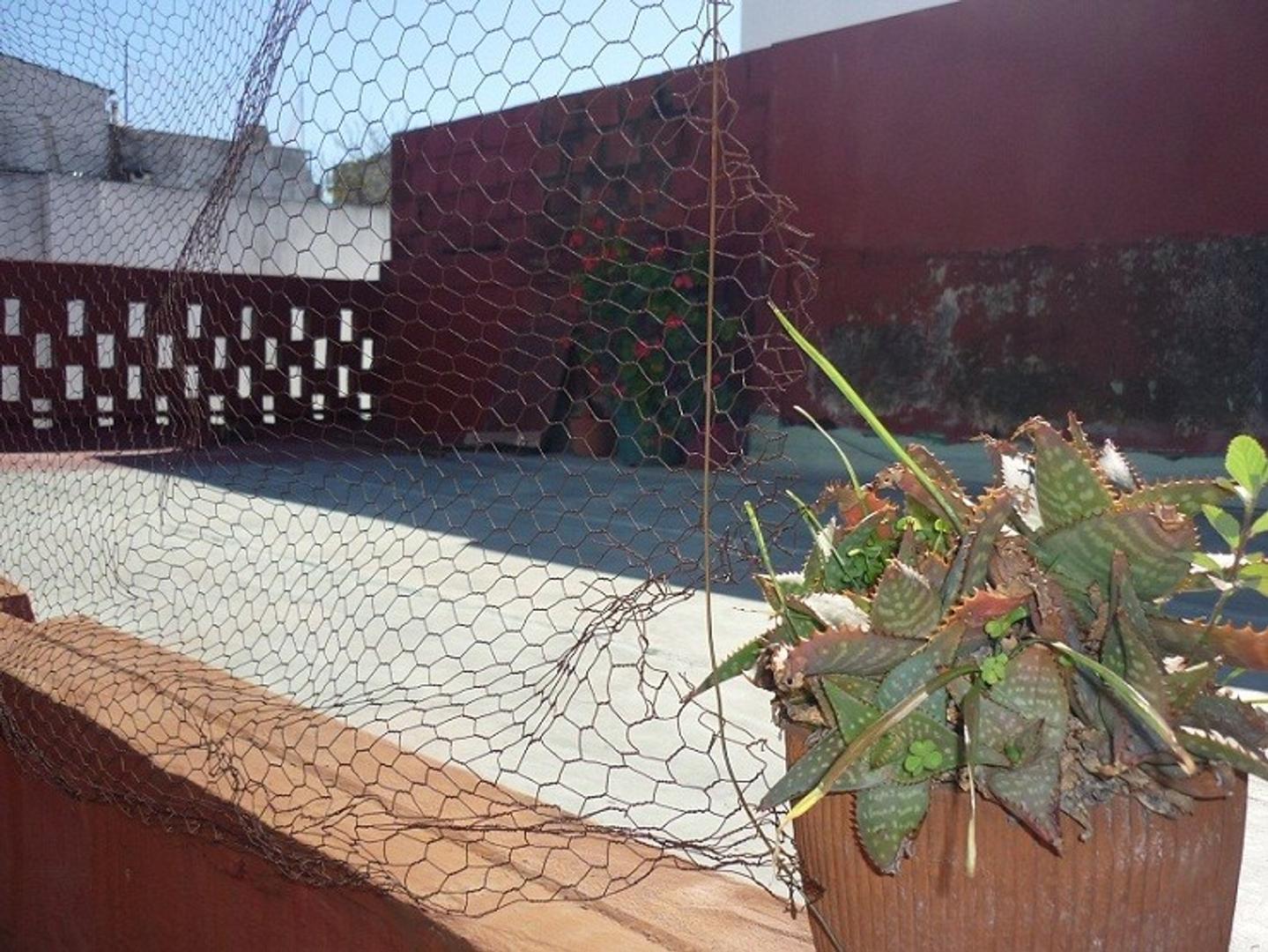 Ph 2 amb c/patio y espacio aéro de toda la superficie TODO a reciclar 36 m2 cubierto mas 40 desc.