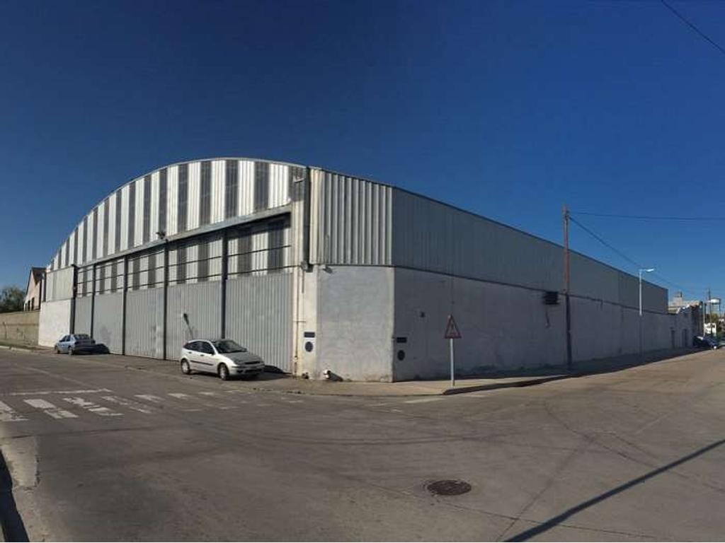 Planta Industrial de 2084 m2. Desarrollada en 1 nave(s) y en 1 planta(s). Núcleo de Oficinas. ...
