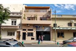 Casa en 3 plantas y Galpón/Taller en lote propio en excelente estado - Zonificacion E3