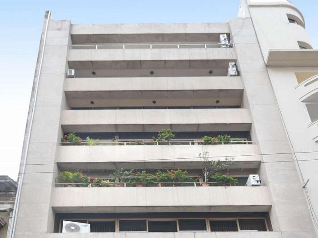 Piso de 454 m2. Edificio entre medianeras. Vista a ciudad. En planta libre. Al frente. Reciclad...