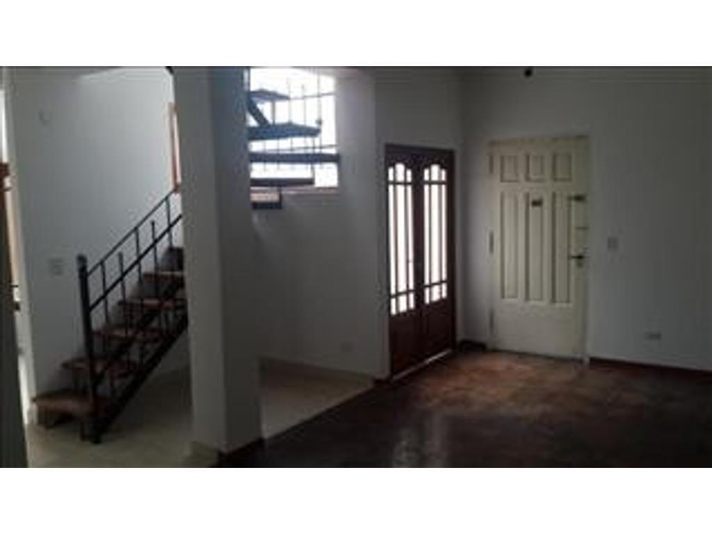 Departamento tipo casa en venta en pje la mar 133 for Casa de azulejos en capital federal