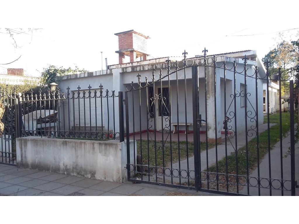 Santa Rosa de Calamuchita, vendo casa de 2 dormitorios con departamento interno de 2 dormitorios