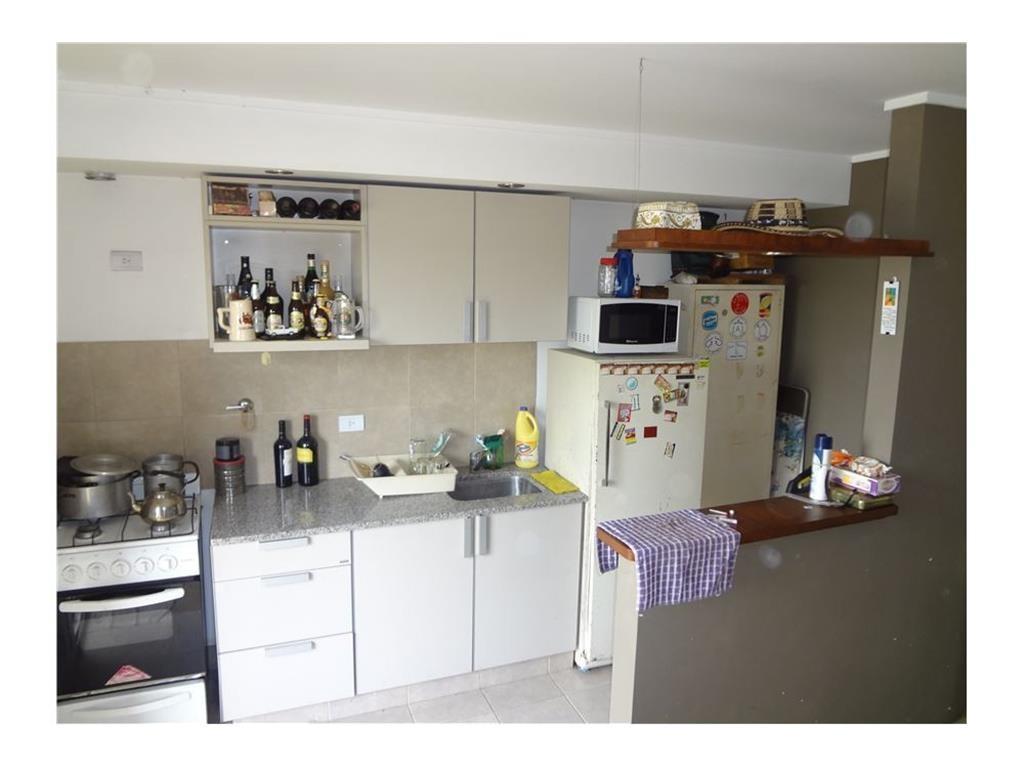 Departamento de un dormitorio con cochera en venta en La Plata