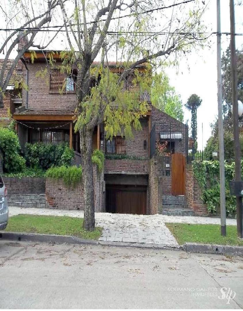 Excelente residencia de 5 amb en Martinez