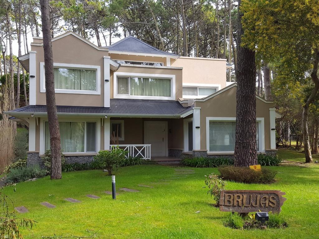 - Excelente casa en impecable estado y con muchos detalles de calidad y construcción -