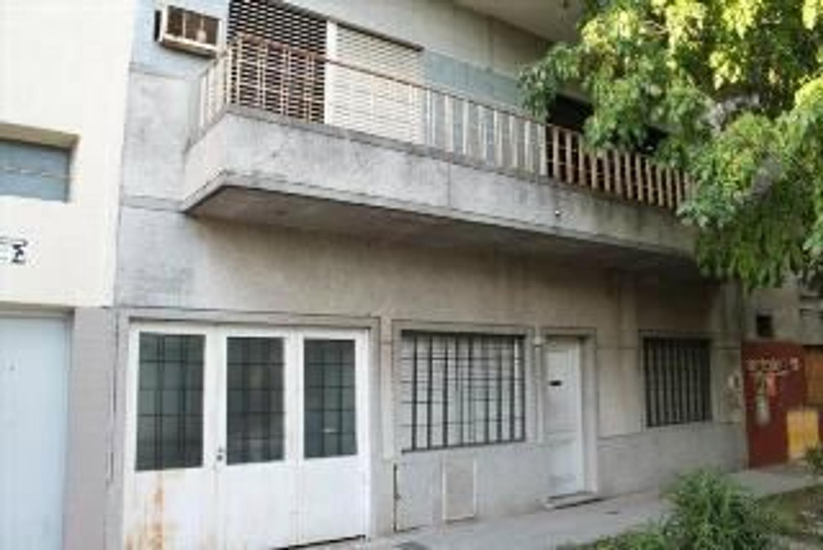 PH 3 ambientes PA frente con Patio, Balcon y Terraza.