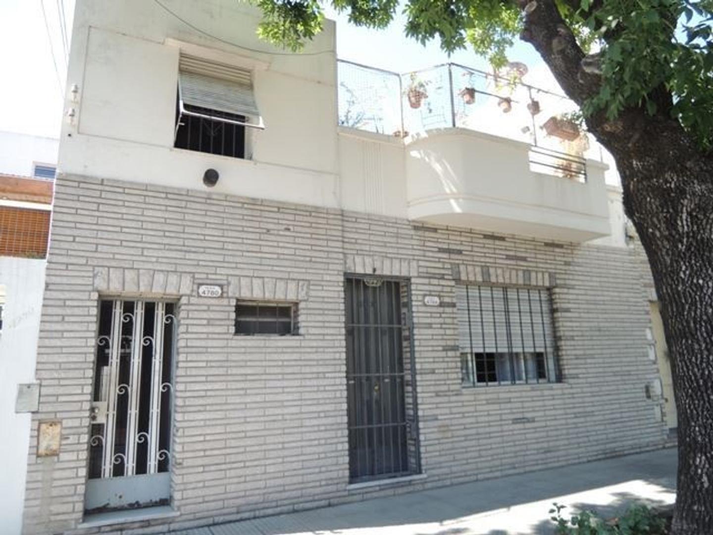 Venta Departamento Tipo Casa 4 AMBIENTES en Saavedra. Sin expensas. Con patio. Muy buen estado.