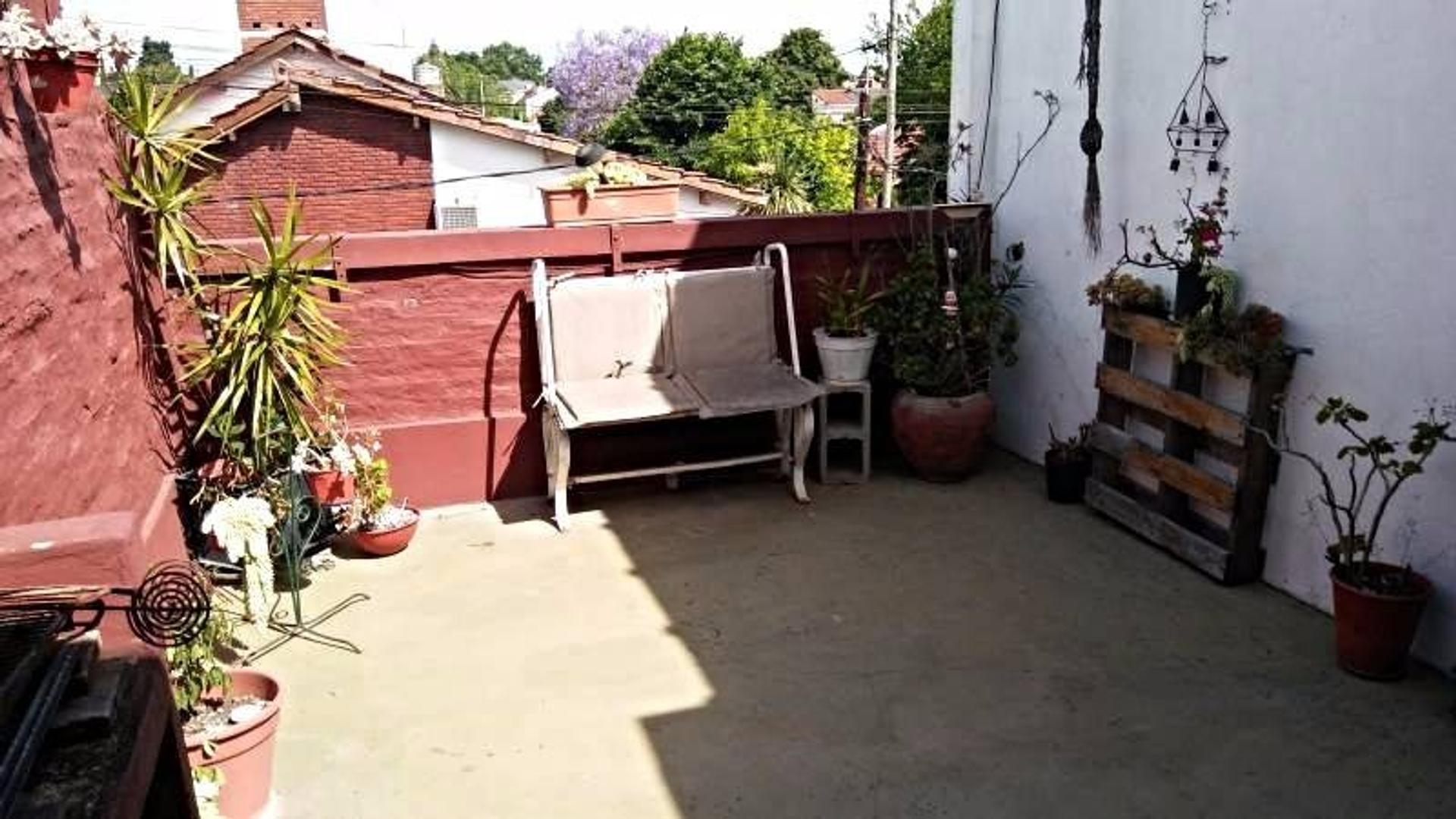 Impecable PH de 3 ambientes con terraza propia