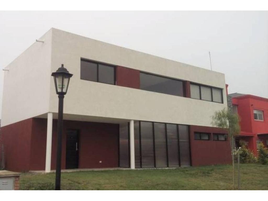 Venta casa en Santa Guadalupe Pilar del Este