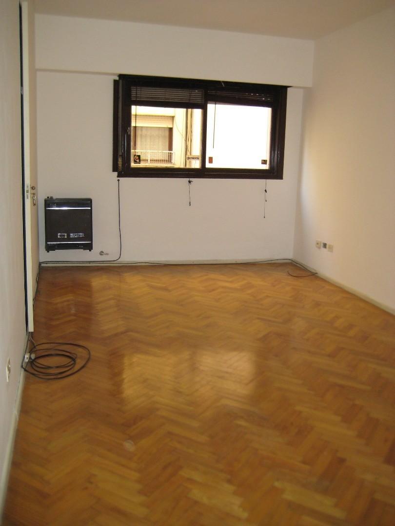 Monoambiente de 35 m2  en Av. Cordoba 2700 con baño y cocina completa