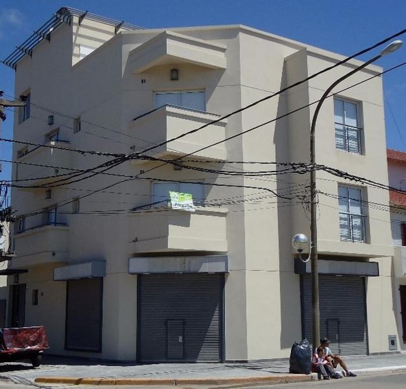 Alquilo Local a estrenar sobre calle comercial y a 100 mts del mar .- Costa Azul - San Bernardo.