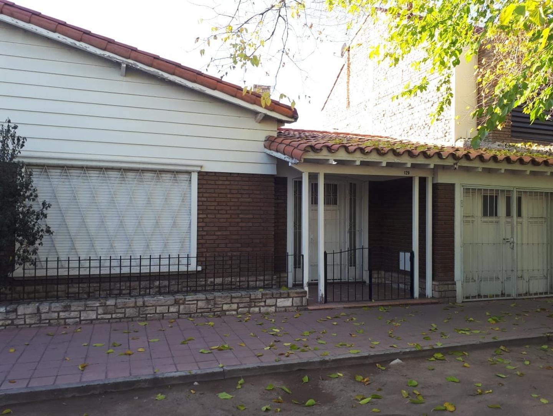 Casa en Venta en Godoy Cruz - 4 ambientes