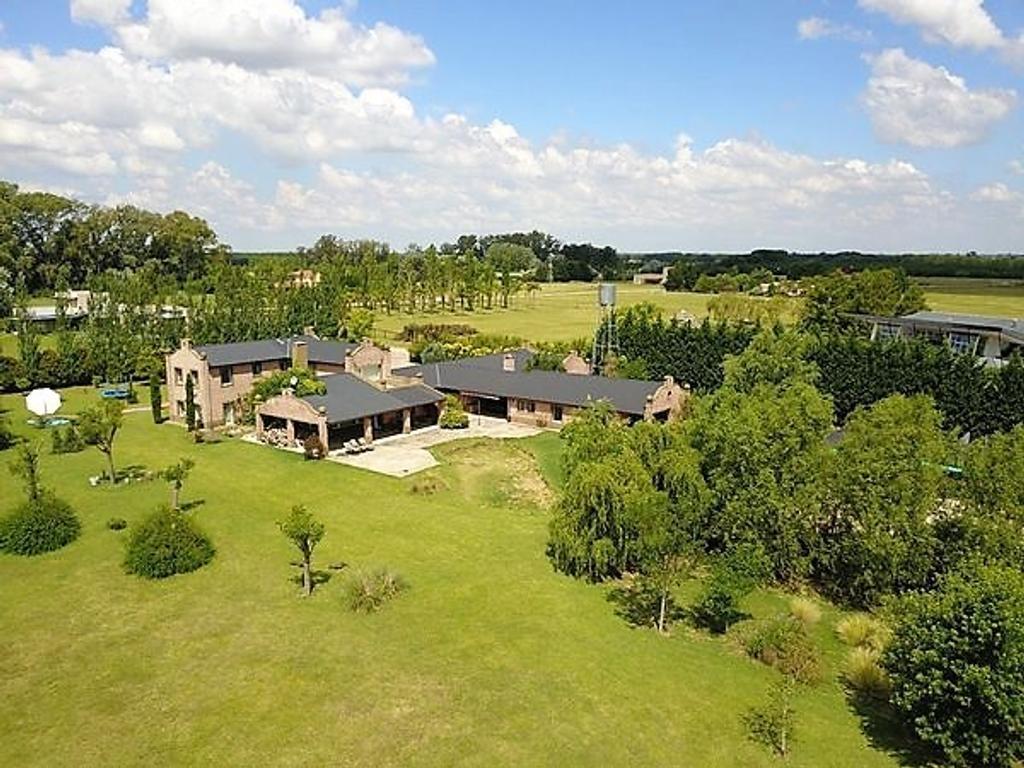Importante residencia 10800m2 Excelentes detalles de categoría Casa caseros y huéspedes