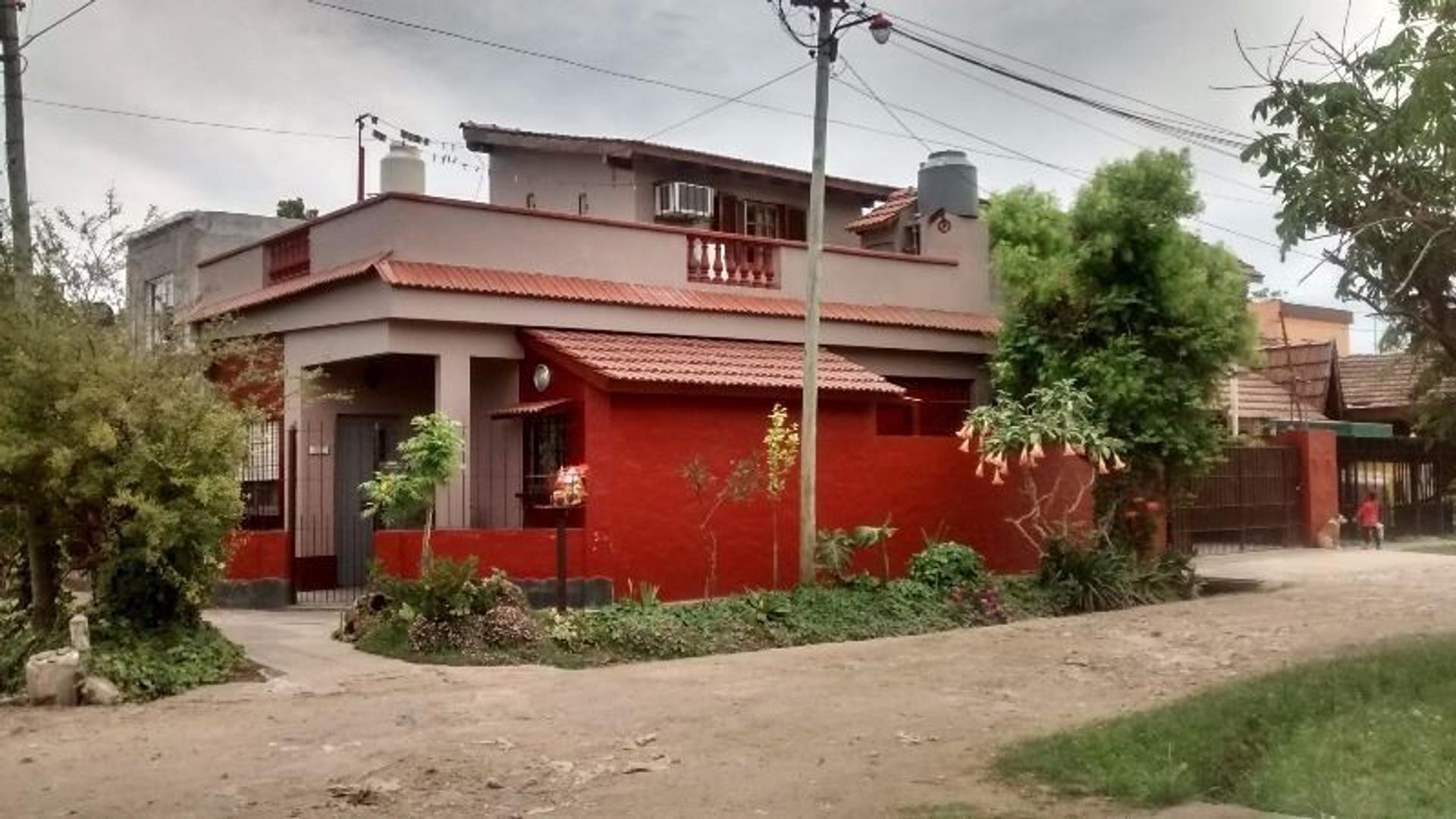 Casa tipo colonial 3 ambientes con garage. Apta Crédito. Merlo Norte. GBA