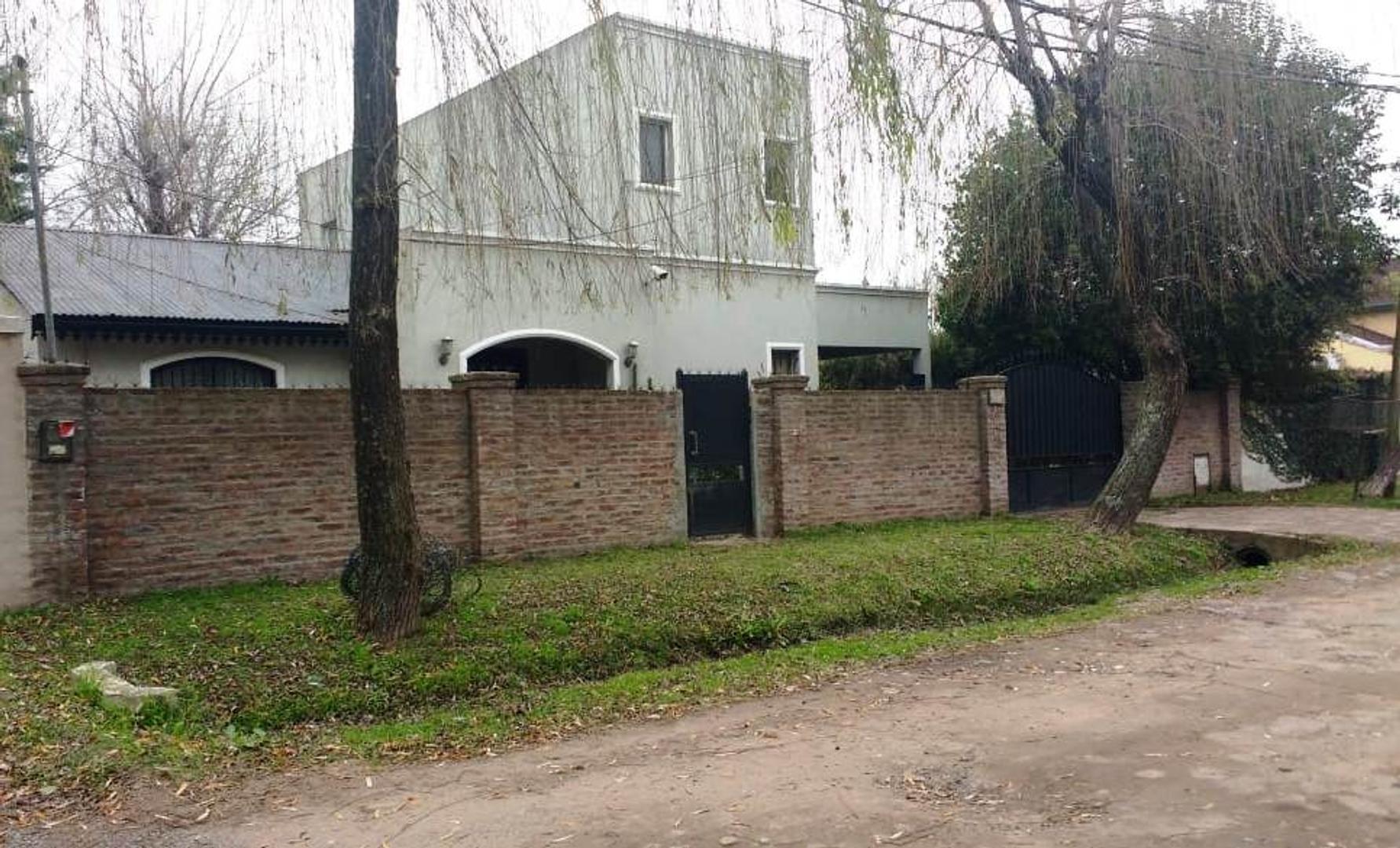 Casa en Venta en Villa Rosa - 4 ambientes