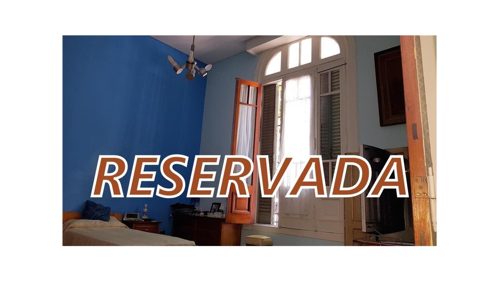 Reservada !!!  HERMOSA CASA DE EPOCA DE 5 AMBIENTES • RECICLADA A NUEVO CON PATIO Y TERRAZA