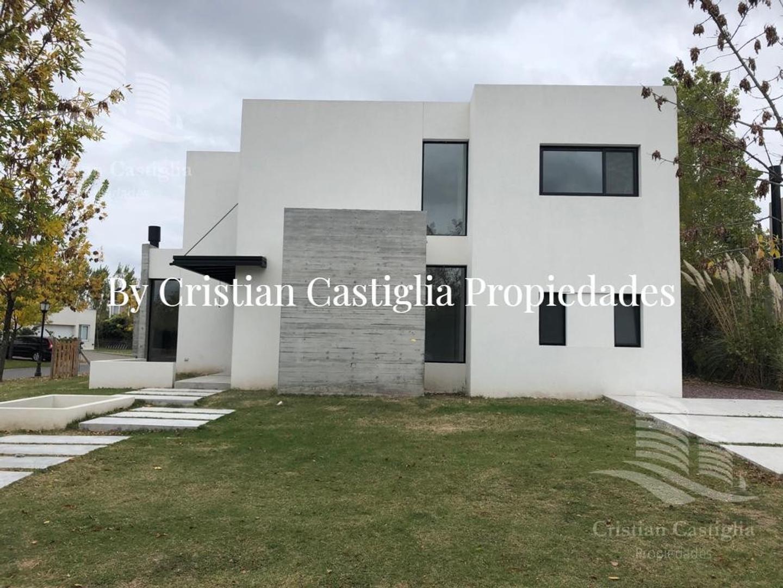 Casa en Venta en Santa Clara - 5 ambientes