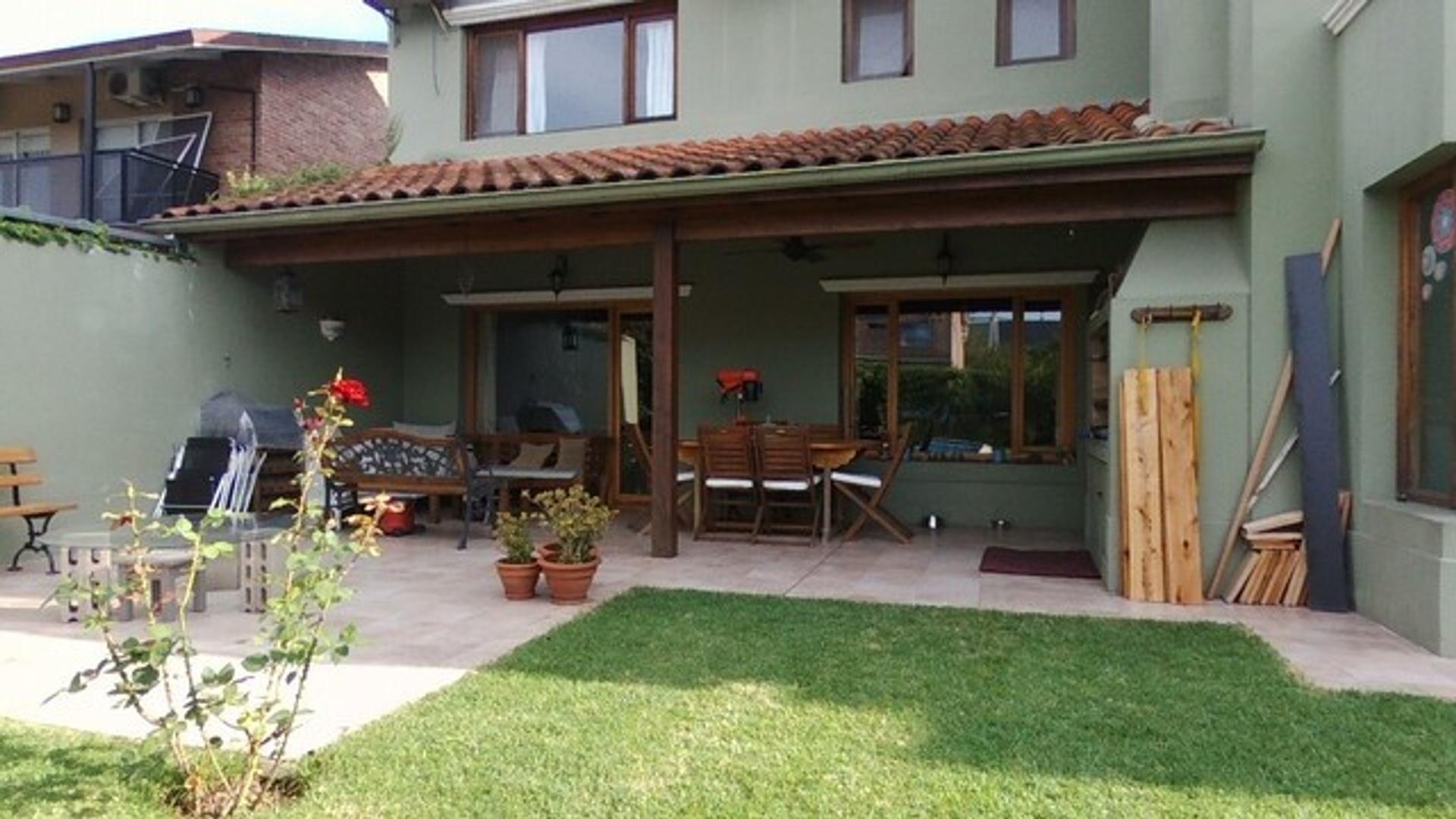 Casa - 266 m² | 4 dormitorios | 19 años