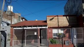 CHALET APTO 2 FAMILIAS, TRANSFORMADO 2 DEPARTAMENTOS UNO DE ELLOS ALQUILADO--